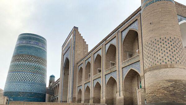 На территории крепости Ичан-Кала в Хиве - Sputnik Узбекистан
