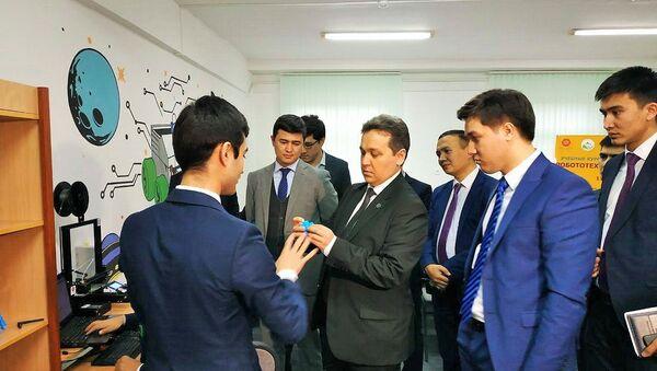 В Республиканском центре Баркамол Авлод запустили курсы по робототехнике RoboCraft - Sputnik Ўзбекистон