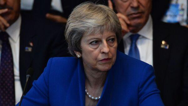 Премьер-министр Великобритании Тереза Мэй на саммите глав государств и глав правительств стран-участниц Североатлантического альянса (НАТО) в новой штаб-квартире НАТО в Брюсселе. - Sputnik Ўзбекистон