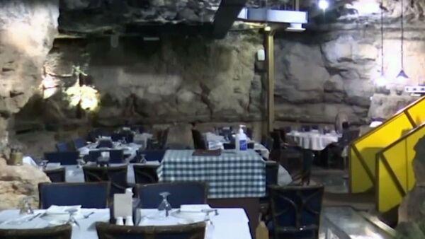 Иорданец открыл ресторан в пещере - Sputnik Ўзбекистон