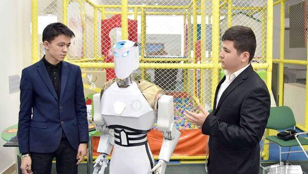 Робот-паук, 3D принтер и другие изобретения ташкентских школьников - Sputnik Узбекистан