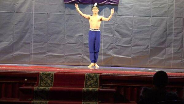 Танцор из Узбекистана Достон Тургунов  - Sputnik Узбекистан