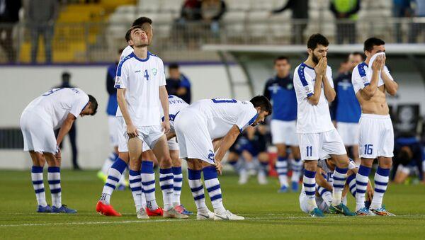 Игроки сборной Узбекистана по футболу после матча с Австралией - Sputnik Узбекистан