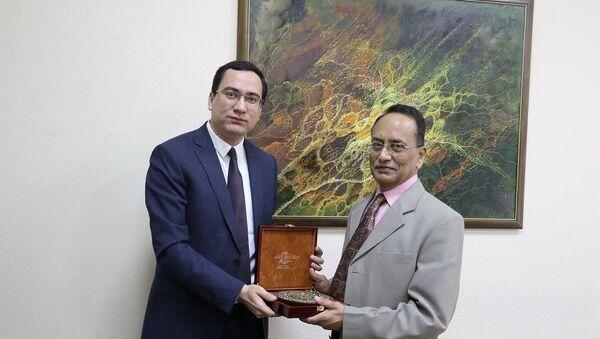 В Мининфокоме состоялась встреча с индийским экспертом Дж. Партасарати - Sputnik Узбекистан