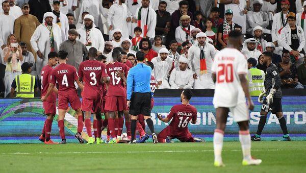 Сборная Катара в матче полуфинала Кубка Азии - 2019 против ОАЭ - Sputnik Узбекистан