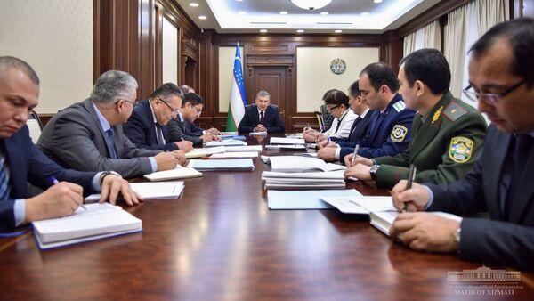 Шавкат Мирзиёев на совещании по валютной политике Узбекистана - Sputnik Узбекистан