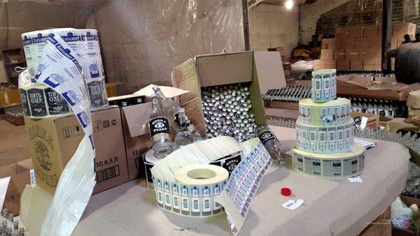 Цех по производству контрафактного алкоголя в Волгоградской области - Sputnik Ўзбекистон