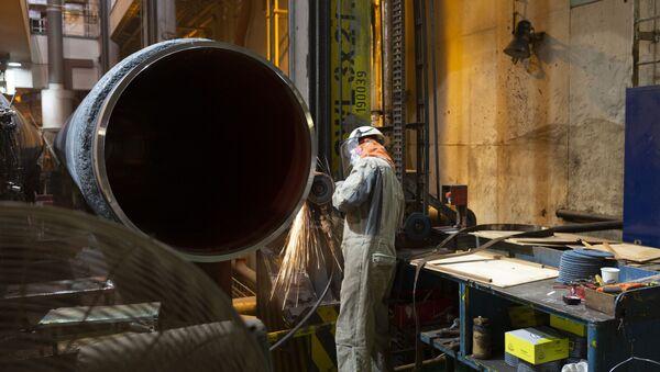 Подготовка труб на борту судна Solitaire, для последующей укладки газопровода «Северный поток-2» в Финском заливе - Sputnik Ўзбекистон