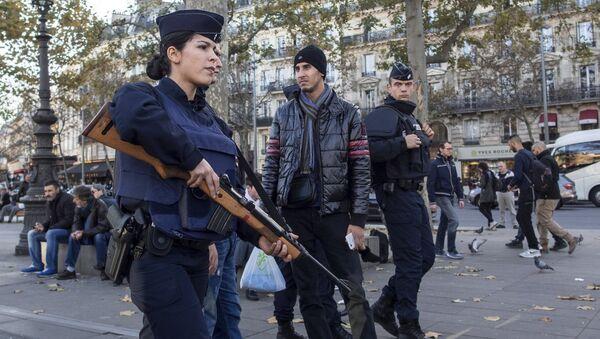 Париж, полиция ишламоқда - Sputnik Ўзбекистон
