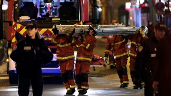 Пожар в восьмиэтажном жилом доме на улице Эрланже в Париже - Sputnik Ўзбекистон