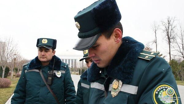 Сотрудники ГУВД помогли замерзающему человеку - Sputnik Узбекистан