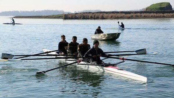 Спортсмены международного класса провели мастер-класс для военнослужащих в Ташкентском море - Sputnik Ўзбекистон