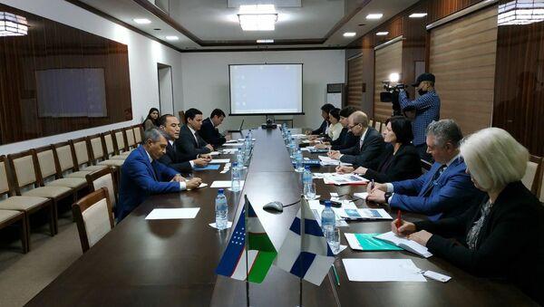 Замминистранародного образования Сарвар Бабаходжаев встретился с представителями Университета прикладных наукгородаЮвяскюля (JAMK) - Sputnik Узбекистан