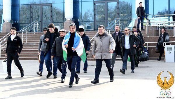 Shoxjaxona Ergasheva torjestvenno vstretili v aeroportu - Sputnik Oʻzbekiston