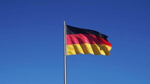 Флаг Германии на здании Рейхстага в Берлине - Sputnik Узбекистан