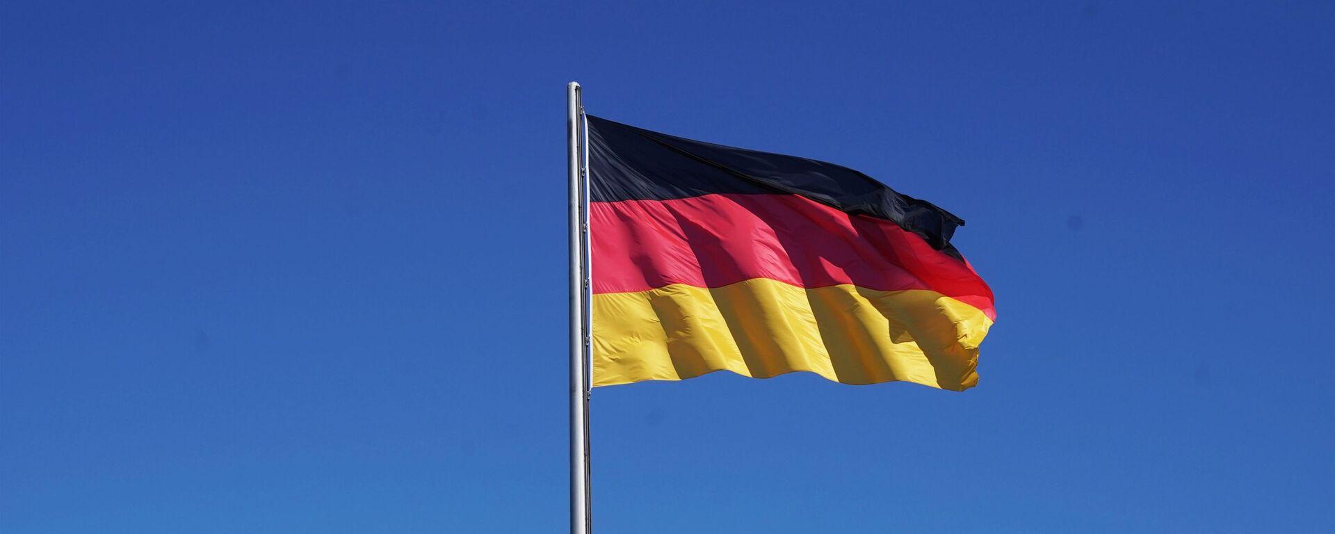 Flag Germanii na zdanii Reyxstaga v Berline - Sputnik Oʻzbekiston, 1920, 18.07.2021