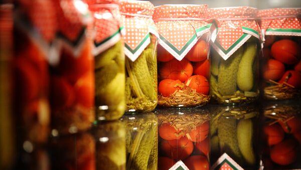 Консервированные овощи на одном из стендов российского производителя на международной выставке продуктов питания Продэкспо-2015. - Sputnik Ўзбекистон