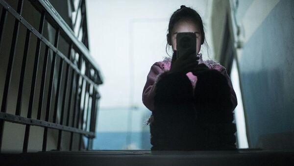 В Бишкеке борются с новой опасной игрой для подростков - Ташкент встревожен - Sputnik Ўзбекистон