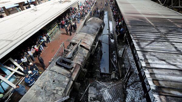 Крушение поездов на вокзале в Каире - Sputnik Узбекистан