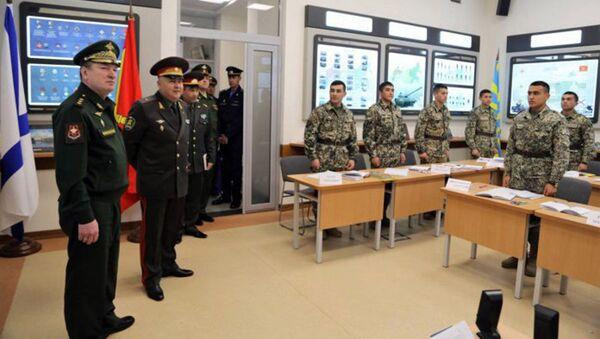Командование ЦВО поделилось опытом действий на Ближнем Востоке с военными Узбекистана - Sputnik Ўзбекистон