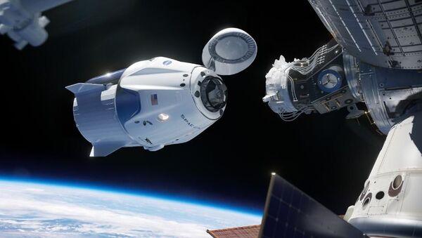 Корабль Space X готовиться к стыковке с МКС - Sputnik Узбекистан