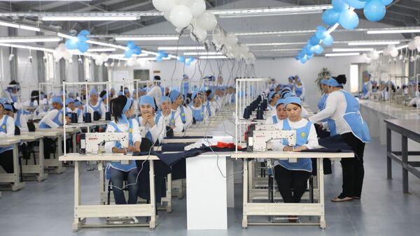 В Сырдарьинской области открылась швейная фабрика - Sputnik Ўзбекистон
