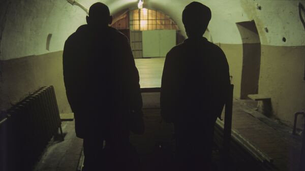 Двое осужденных в заключении - Sputnik Узбекистан