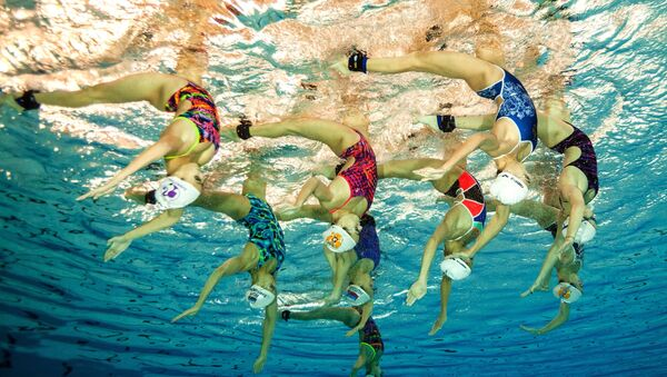 Сборная России по синхронному плаванию во время тренировки - Sputnik Узбекистан