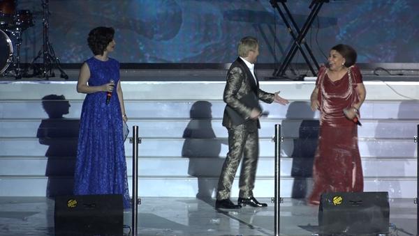 Николай Басков и Юлдуз Усманова на шоу в честь открытия Humo Arena - Sputnik Узбекистан