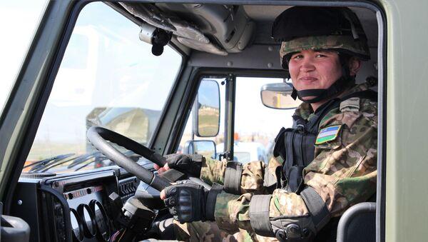 В войска Минобороны Узбекистана передана новая военная техника и вооружение  - Sputnik Ўзбекистон