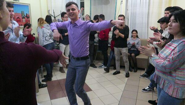 Студенты в Санкт-Петербурге отмечают Навруз - Sputnik Ўзбекистон