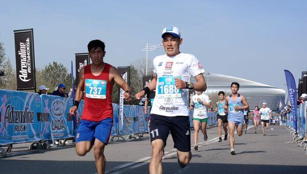 В самом ожидаемом забеге 2019 года участники пробежали две дистанции - 21,097 км (полумарафон) и забег спутник на 5 км - Sputnik Ўзбекистон