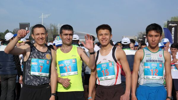 Все участники забега получат на финише памятные медали финишеров. У участников было отличное настроение. - Sputnik Узбекистан