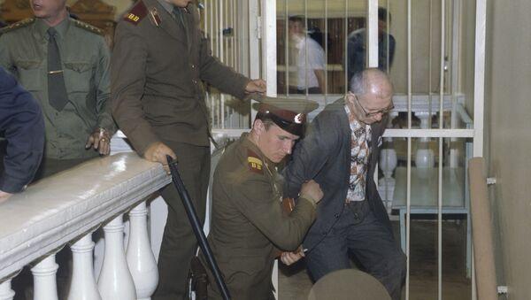Во время суда над серийным убийцей Андреем Чикатило, 14 октября 1992 года - Sputnik Узбекистан
