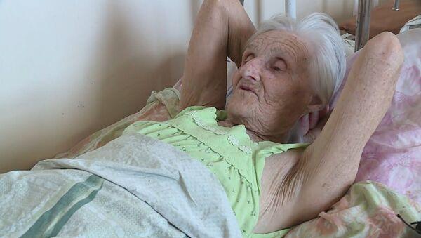 В Казахстане 85-летняя бабушка уже полгода живет в больнице - Sputnik Узбекистан