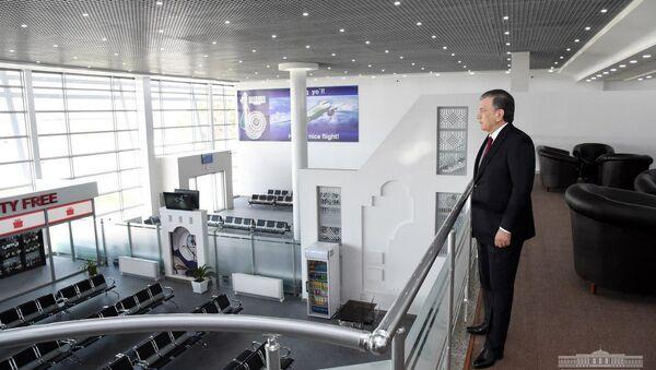Президент ознакомился с новым терминалом международного аэропорта Термеза - Sputnik Ўзбекистон