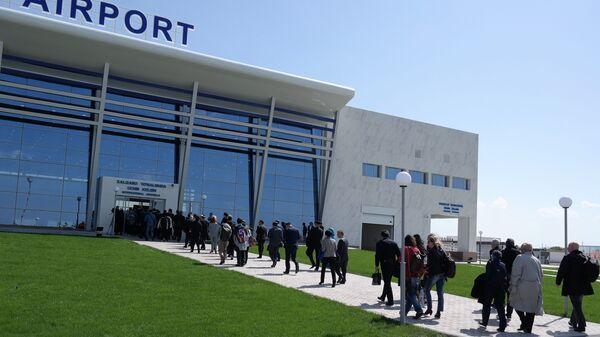 Гости прибывают в международный аэропорт города Термеза - Sputnik Ўзбекистон