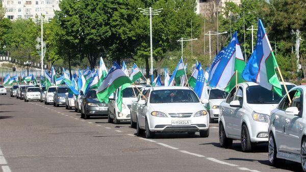 в Ташкенте прошел автомарафон с участием около 100 машин, посвященный 683-летию со дня рождения Амира Темура. - Sputnik Ўзбекистон