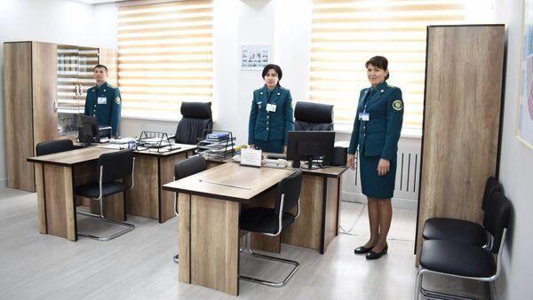 Сотрудники ОВД №7 в Юнусабадском районе Ташкента - Sputnik Ўзбекистон