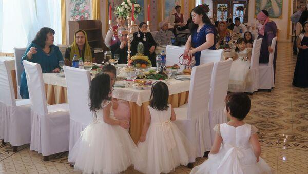 Gosti na uzbekskoy svadbe - Sputnik Oʻzbekiston