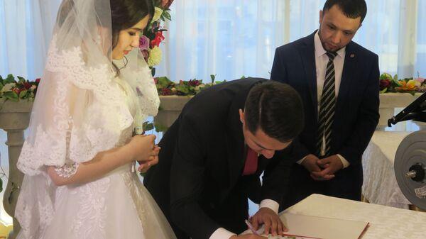 Президент утвердил брачный возраст - Sputnik Узбекистан