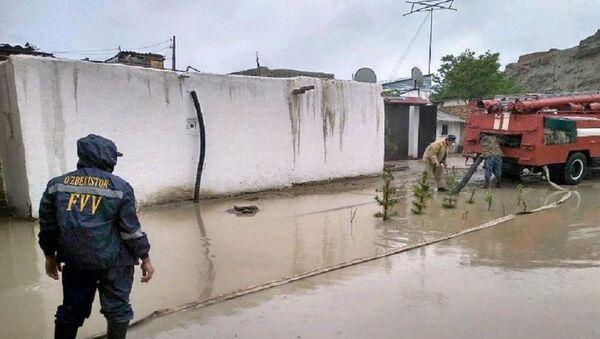 Сильные дожди затопили улицы Бухары - фото - Sputnik Узбекистан