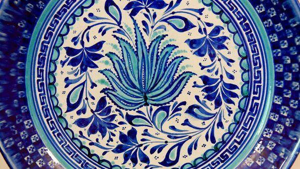 Пятьдесят оттенков неба: как делают знаменитую риштанскую керамику - Sputnik Узбекистан