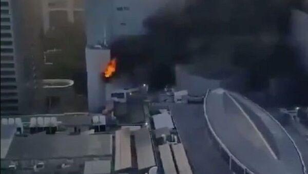 Сильный пожар вспыхнул в торговом центре Central World в Бангкоке - Sputnik Узбекистан