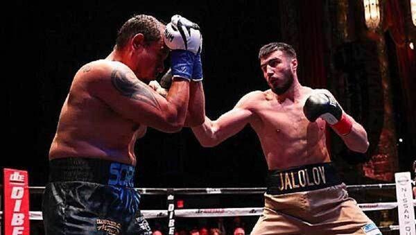 Узбекистанец Баходир Жалолов отпраздновал победу в титульном бою - Sputnik Узбекистан