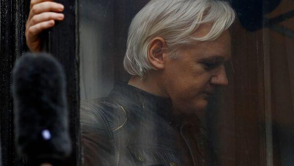 Osnovatel WikiLeaks Djulian Assanj - Sputnik Oʻzbekiston