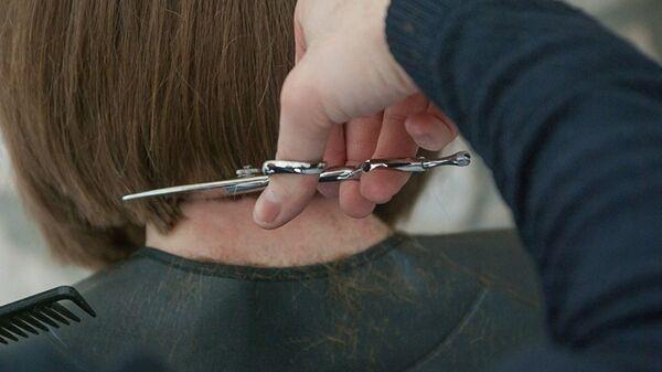 В парикмахерской, архивное фото - Sputnik Узбекистан