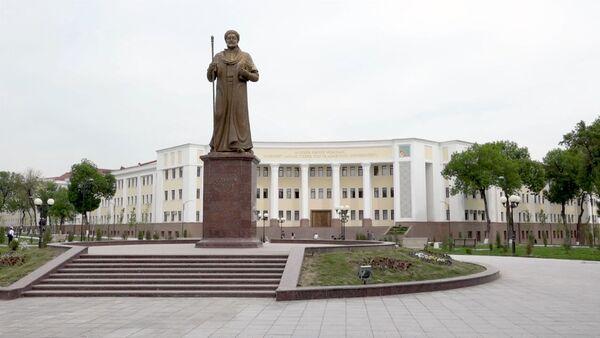 В Ташкенте прошла акция Тотальный диктант - Sputnik Ўзбекистон