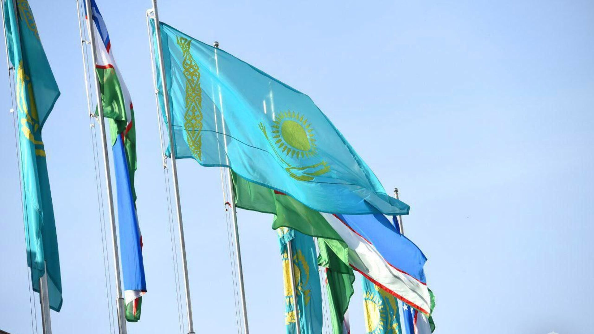 Президент Республики Казахстан Касым-Жомарт Токаев прибыл в Узбекистан с государственным визитом - Sputnik Узбекистан, 1920, 27.08.2021