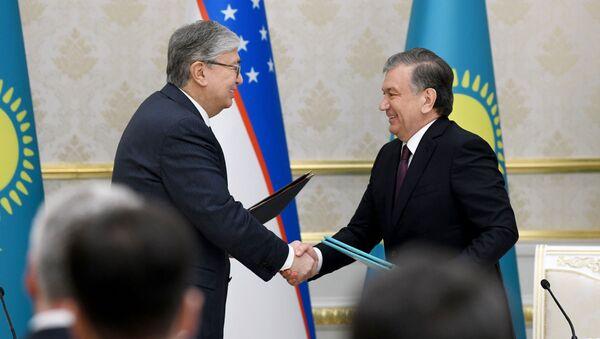 Президент Узбекистана Шавкат Мирзиёев и президент Казахстана Касым-Жормат Токаев - Sputnik Узбекистан